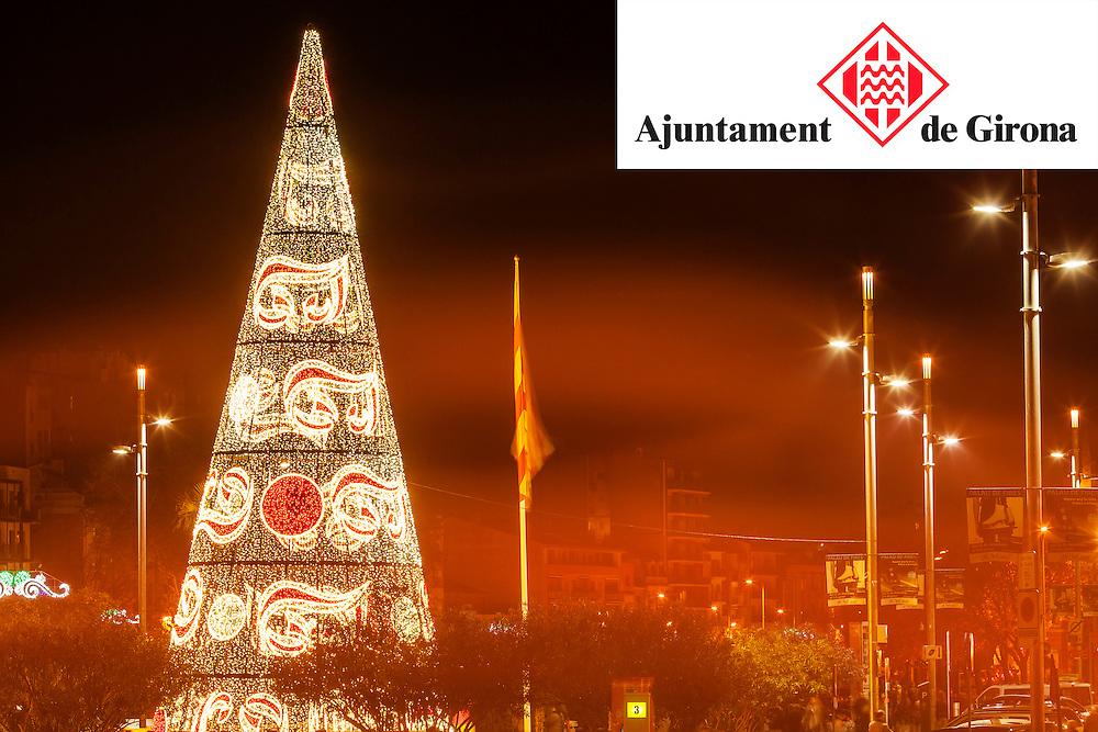 15 desembre 2012- Ajuntament de Girona. Ambient de ciutat, llumns de nadal i arbre de nadal.<br />  Fotografies de Toni Vilches.
