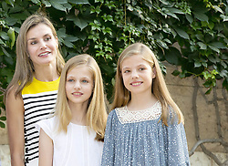 July 31, 2017 - Palma, SPAIN - 31-07-2017 Spain Queen Letizia and King Felipe and Princess Leonor and Princess Sofia pose for the media during the summer holiday at the Marivent palace in Palma de Mallorca..© PPE/Nieboer.Credit: PPE/face to face.- No Rights for Netherlands  (Credit Image: © face to face via ZUMA Press)