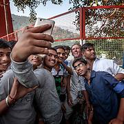 2016 10 14 Rishikesh Uttarakhand Indien<br /> Roger Pettersson blir fotograferad ihop med massa indiska killar<br /> Selfie<br /> <br /> ----<br /> FOTO : JOACHIM NYWALL KOD 0708840825_1<br /> COPYRIGHT JOACHIM NYWALL<br /> <br /> ***BETALBILD***<br /> Redovisas till <br /> NYWALL MEDIA AB<br /> Strandgatan 30<br /> 461 31 Trollhättan<br /> Prislista enl BLF , om inget annat avtalas.