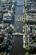 Nederland, Amsterdam, Amstel, 25-09-2002; Binnenamstel , van boven naar beneden: Hogesluis (sluis=brug), Amstelsluizen, Magere Brug; links van de schutsluizen theater Carre; binnenstad, bebouwing, stadsgezicht, stadsgroen, vogelvlucht; zie ook andere (detail)foto's rond deze lokatie;river Amstel with Magere brug (skinny bridge) and locks; dome of Carre theater (circus theater); town, buildings, cityscape, bird's-eye view, see also other (detail) photos around this location. center of the city, downtown;<br /> luchtfoto (toeslag), aerial photo (additional fee)<br /> foto /photo Siebe Swart