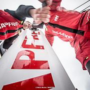 © María Muiña I MAPFRE: Sophie Ciszek y Neal McDonald a bordo del MAPFRE durante un entrenamiento costero. Sophie Ciszek and Neal McDonald on board MAPFRE during an inshore training.