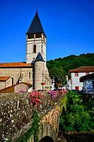 France, Pyrénées-Atlantiques (64), Pays Basque, village de Saint-Etienne-de-Baïgorry, l'église // France, Pyrénées-Atlantiques (64), Basque Country, village of Saint-Etienne-de-Baïgorry