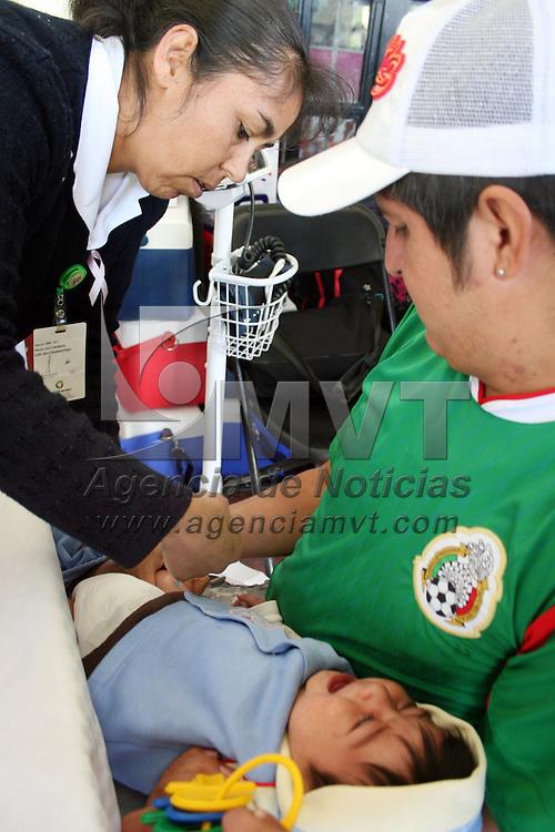 CALIMAYA, Mex.- Durante las giras de trabajo de Eruviel Ávila Villegas se continua dando atención medico asistencial a la población en general, vacunas, consultas medicas, son algunos de los servicios que se ofrecen. Agencia MVT / José Hernández. (DIGITAL)<br /> <br /> NO ARCHIVAR - NO ARCHIVE