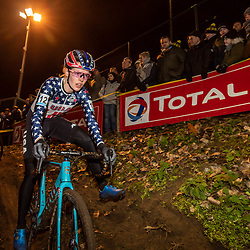2019-12-29: Cycling: Superprestige: Diegem: Clara Honsinger balancing in the wooden section