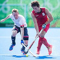 RIO DE JANEIRO  (Brazilië) -  Arthur van Doren (Belg.)  with Barry Middleton (GB) during the poulematch hockey men Belgium v Great Britain (4-1),   Olympic Games 2016 . Copyright Koen Suyk