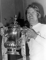 Fotball<br /> England<br /> Foto: Colorsport/Digitalsport<br /> NORWAY ONLY<br /> <br /> Chelsea historikk<br /> David Webb (Chelsea) celebrates with the FA Cup trophy & a cigarette.  Chelsea v Leeds United, FA Cup final replay.