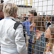 NLD/Zandvoort/20180520 - Jumbo Race dagen 2018, Prinses Laurentien in gesprek met haar gezin
