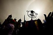 Tiradentes_MG, Brasil...Carnaval 2012. Desfile do bloco Saia do Casulo pelas ruas do centro historica da cidade de Tiradentes, Minas Gerais...Carnival 2012. Parade of Saia do Casulo carnival block in Tiradentes, Minas Gerais.....Foto: LEO DRUMOND / NITRO