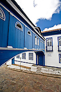 Diamantina_MG, Brasil...Casa da Gloria - Integrada por duas edificacoes dos séculos XVIII e XIX ligadas por um passadiço, ja abrigou o colégio das irmas vicentinas e hoje e sede do Centro de Geologia Eschwege, da UFMG. ..Casa da Gloria is actually a linked house made up of two houses connected by a blue passageway. Built in 1876, this passageway, Passadico da Gloria, best represents Diamantina on post cards. ..Foto: JOAO MARCOS ROSA /  NITRO