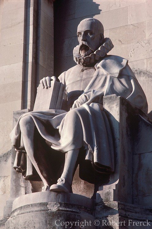 SPAIN, MADRID, MONUMENTS Plaza de Espana with the famous Cervantes Monument and statue of Cervantes