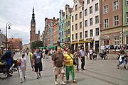Gdańsk; 2008-06-22. Turyści na ulicy Długi Targ, Gdańsk.