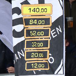 Plakat in Sandhausen  beim Spiel in der 2. Bundesliga, SV Sandhausen - FC St. Pauli.<br /> <br /> Foto © PIX-Sportfotos *** Foto ist honorarpflichtig! *** Auf Anfrage in hoeherer Qualitaet/Aufloesung. Belegexemplar erbeten. Veroeffentlichung ausschliesslich fuer journalistisch-publizistische Zwecke. For editorial use only. For editorial use only. DFL regulations prohibit any use of photographs as image sequences and/or quasi-video.