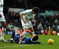 Fotball<br /> Championship England 2004/05<br /> Leeds United v Leicester City<br /> 4. desember 2004<br /> Foto: Digitalsport<br /> NORWAY ONLY<br /> JOHN OSTER (Leeds) CLASHES  WITH<br /> NIKOS DABIZAS (Leicester)