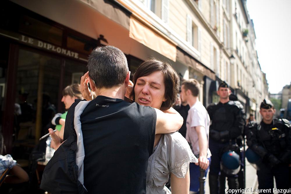 14052008. Expulsion de l'immeuble impasse Saint-Claude (Paris 3me), ce matin ˆ 6h, rŽquisitionnŽ par Jeudi noir. 40 travailleurs prŽcaires, Žtudiants, couples avec enfants et artistes y vivaient depuis mars 2008. L'expulsion est entachŽe d'irrŽgularitŽs. La mairie du 3me arrondissement soutenait l'initiative et projettait de racheter l'immeuble pour en faire des logements sociaux. L'immeuble, appartenant ˆ une SCI, est vide depuis 10 ans.