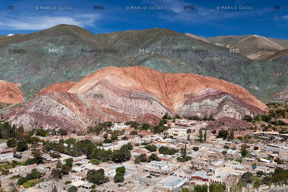 CERRO DE LOS SIETE COLORES Y PUEBLO DE PURMAMARCA, QUEBRADA DE HUMAHUACA, PROVINCIA DE JUJUY, ARGENTINA (PHOTO © MARCO GUOLI - ALL RIGHTS RESERVED)