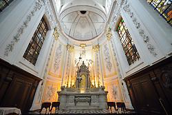 THEMENBILD - Brüssel ist die Haupt- und Residenzstadt des Königreichs Belgien, Sitz der Institutionen der Flämischen und Französischen Gemeinschaft Belgiens sowie von Flandern und Hauptort der Region Brüssel-Hauptstadt. Zudem stellt die Stadt den Hauptsitz der Europäischen Union sowie den Sitz der NATO, ferner den des ständigen Sekretariats der Benelux-Länder, der Westeuropäischen Union und der EUROCONTROL, hier im Bild Innenaufnahme Chorraum, Altar, Kirche Chapelle Notre Dame du Finist¬ère aufgenommen am 28. Juli 2013 // THEMES PICTURE - Brussels is the capital and residence city of the Kingdom of Belgium, the seat of the institutions of the Flemish and French Community of Belgium and the capital of Flanders and Brussels-Capital Region. In addition, the city is the headquarters of the European Union, and the headquarters of NATO, also the Permanent Secretariat of the Benelux countries, the Western European Union and EUROCONTROL pictured on 28th of July 2013. EXPA Pictures © 2013, PhotoCredit: EXPA/ Eibner/ Michael Weber<br /> <br /> ***** ATTENTION - OUT OF GER *****