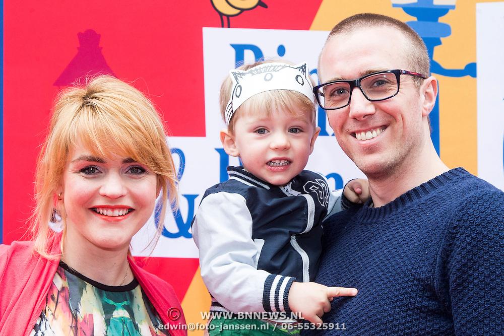 NLD/Amsterdam/20140405 - Filmpremiere Pim & Pom, zwangere Sofie van den Enk, partner en zoon Magnus