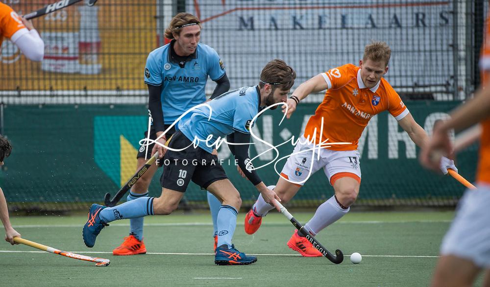 WASSENAAR - Steijn van Heijningen (HGC) met Jasper Brinkman (Bldaal)  tijdens de hoofdklasse hockeywedstrijd mannen, HGC-Bloemendaal (0-2) . (HGC) . COPYRIGHT KOEN SUYK