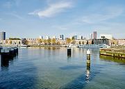 Uitzicht vanaf Kop van Zuid naar woonhuizen op het  Noordereiland en kantoren in het centrum van Rotterdam - View from Kop van Zuid to houses on the Noordereiland and offfices at the center of Rotterdam, Netherlands.