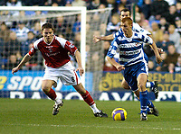Photo: Gareth Davies.<br />Reading v Charlton Athletic. The Barclays Premiership. 18/11/2006.<br />Reading midfielder Steve Sidwell (R) runs with the ball past the watching Matt Holland (L)