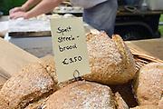 Nederland, Nijmegen Lent, 26-7-2014 Open dag op historische boomgaard de Warmoes. Er is een ambachtelijke bakker met spelt voor glutenverij speltbrood. FOTO: FLIP FRANSSEN/ HOLLANDSE HOOGTE
