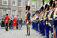 Prinses Irene neemt bij de Grote Kerk in Den Haag het defile af van het tegenwoordige Garderegiment