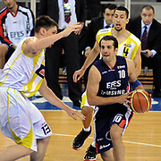 Fenerbahce Ulker's Gasper VIDMAR (L), Roko Leni UKIC (B) and Efes Pilsen's Kerem TUNCERI (C) during their Turkish Basketball league Play Off Final third leg match Fenerbahce Ulker between Efes Pilsen at the Abdi Ipekci Arena in Istanbul Turkey on Tuesday 25 May 2010. Photo by TURKPIX
