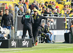 19.04.2014, Signal Iduna Park, Dortmund, GER, 1. FBL, Borussia Dortmund vs 1. FSV Mainz 05, 31. Runde, im Bild Trainer Juergen Klopp (Borussia Dortmund) diskutiert mit Vierte Offizielle Bibiana Steinhaus // during the German Bundesliga 31th round match between Borussia Dortmund and 1. FSV Mainz 05 at the Signal Iduna Park in Dortmund, Germany on 2014/04/19. EXPA Pictures © 2014, PhotoCredit: EXPA/ Eibner-Pressefoto/ Schueler<br /> <br /> *****ATTENTION - OUT of GER*****