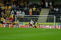 Fotball: 16. juni 2011 , Tippeligaen Eliteserien ,<br /> Start - Fredrikstad<br /> <br /> Situasjonen som førte til at FFK fikk feilaktig straffespark