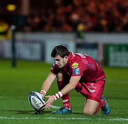 Scarlets' Dan Jones lines up a kick at goal<br /> <br /> Photographer Simon King/Replay Images<br /> <br /> European Rugby Champions Cup Round 6 - Scarlets v Toulon - Saturday 20th January 2018 - Parc Y Scarlets - Llanelli<br /> <br /> World Copyright © Replay Images . All rights reserved. info@replayimages.co.uk - http://replayimages.co.uk