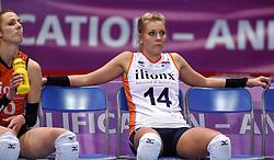 04-01-2016 TUR: European Olympic Qualification Tournament Nederland - Duitsland, Ankara <br /> De Nederlandse volleybalvrouwen hebben de eerste wedstrijd van het olympisch kwalificatietoernooi in Ankara niet kunnen winnen. Duitsland was met 3-2 te sterk (28-26, 22-25, 22-25, 25-20, 11-15) / Een balen Laura Dijkema #14, Debby Stam-Pilon #16