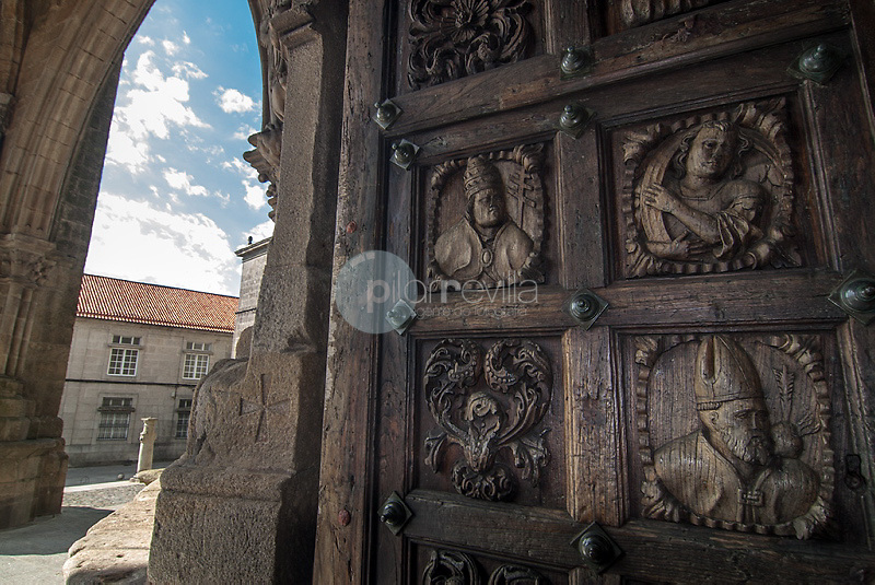 Detalle del relieve de una puerta de la catedral de Tuy. Pontevedra. Galicia. España. Europa ©unknown Country Sessions / PILAR REVILLA ©Country Sessions / PILAR REVILLA