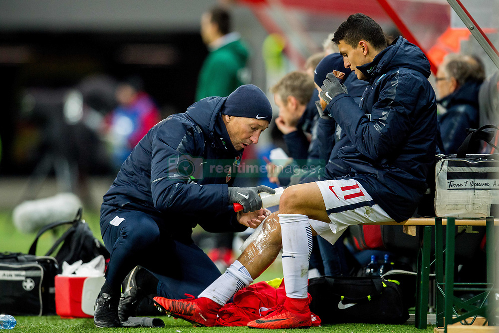 November 14, 2017 - Trnava, SLOVAKIA - 171114 Mohamed Elyounoussi of Norway gets treatment from physical therapist Leif Arne Lystad during the international friendly match between Slovakia and Norway on November 14, 2017 in Trnava..Photo: Vegard Wivestad GrÂ¿tt / BILDBYRN / kod VG / 170058 (Credit Image: © Vegard Wivestad Gr¯Tt/Bildbyran via ZUMA Wire)