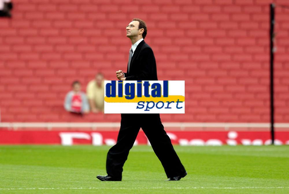 Photo: Daniel Hambury.<br />Arsenal v Aston Villa. The Barclays Premiership. 19/08/2006.<br />Villa's manager Martin O'Neill walks off the pitch.
