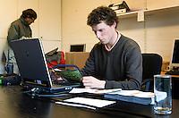 VLAARDINGEN - De wedstrijdleiding van in handen van Reinier Saxton tijdens het Nederlands Scholen Team Kampioenschap 2008 op GC Broekpolder. COPYRIGHT KOEN SUYK
