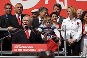 Maiaufmarsch (Labour Day March) in front of Vienna's City Hall of the SPOE (Social Democratic Party of Austria). Vienna Mayor Michael Ha?upl holding speech, behind him: Chancellor Alfred Gusenbauer (2nd from l.), Minister of Traffic and Infrastructure Werner Faymann, City Councelor Sonia Wehsely, Minister of Women Doris Bures.