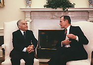 Washington, DC 1989/04/07  President H.W. Bush and Israel Prime Minister meet in the Oval Office of the White House.<br />Photo by Dennis Brack