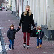 NLD/Leiden/20130210 - Premiere Woezel & Pip - Alles is fijn, Ellemieke Vermolen en kinderen Noah en Zenna Jeremy Michel