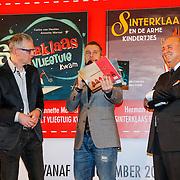 NLD/Amsterdam/20121113 - Presentatie DE Sinterklaasboekjes 2012, Winston Gerstanowitz met  DE manager Govert Verbeek