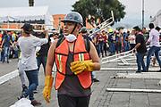 Voluntarios comienzan la instalación de una carpa de acopio de víveres en la explanada de la delegación Xochimilco. 20 de septiembre de 2017. (FOTO: Prometeo Lucero  / EXPANSION )