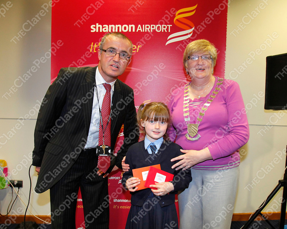REPRO FREE<br /> Niall Maloney Shannon Airport, Jessica Doohan, Mullagh NS and Mayor of Shannon Mary Brennan. pictured at Shannon Airport Schools Art Competition 2012.<br /> Picture: Don Moloney / Press 22