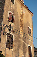 Altes verlassenes Haus in der Altstadt von Rovinj, Istrien | Old deserted house in old town of Rovinj, Istria