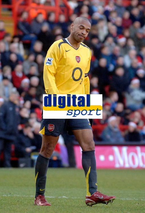 Photo: Glyn Thomas.<br />Charlton Athletic v Arsenal. The Barclays Premiership.<br />26/12/2005.<br /> Arsenal's Thierry Henry.