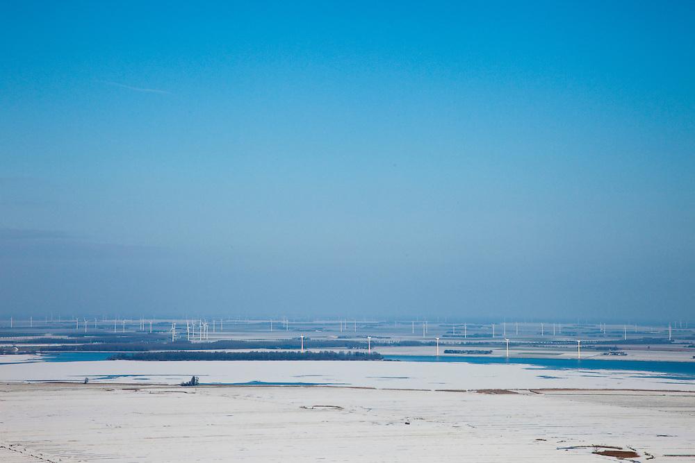 Nederland, Utrecht, Gemeente Bunschoten, 31-01-2010; besneeuwde polders tussen Spakenburg en Eemnes, gezien naar het Eemmeer en Flevoland, windmolens aan de horizon. Een van de laatste open polderlandschapppen in de Randstad. Ter hoogte van Rijksweg A1 bij Baarn. De polders zijn: Zuidpolder te Veld, Noordpolder te Veld,  Maatpolder Bikkerspolder.Snowy polders between Spakenburg Eemnes, Flevoland at the horizon. One of the last open polder landscapes in the Randstad. A1 highway at the height of Baarn in the foreground. .luchtfoto (toeslag), aerial photo (additional fee required).foto/photo Siebe Swart