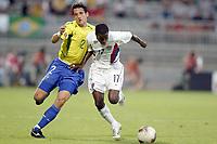 FOOTBALL - CONFEDERATIONS CUP 2003 - GROUP B - BRASIL v USA - 030621 - DAMARCUS BEASLEY (USA) / BELLETTI (BRA) - PHOTO JEAN MARIE HERVIO / DIGITALSPORT