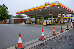 © Licensed to London News Pictures. 25/09/2021. High Wycombe, UK. An empty forecourt at a Shell petrol station on London Road in High Wycombe after it ran out of fuel as panic buying takes hold following reports of fuel shortages due to delivery difficulties in the supply chain across in the UK because of a lack of HGV drivers. Photo credit: Peter Manning/LNP