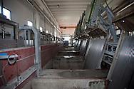 Nosedo, Milano : Impianto di depurazione delle acque reflue. Nella foto macchine per la grigliatura grossolana.Nosedo Waste Water Treatment plant: coarse screens.