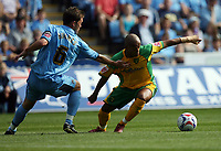 Photo: Rich Eaton.<br /> <br /> Coventry City v Norwich City. Coca Cola Championship. 09/09/2006. Robert Earnshaw right of Norwich tries to get past Coventrys Stephen Hughes