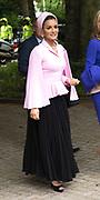 Koningin Maxima bij The Hague Institute for Global Justice met Hare Hoogheid Sheikha Moza bint Nasser uit Qatar, oprichter van de stichting Education Above All en pleitbezorger van de VN ontwikkelingsdoelen. Zij wonen hier het seminar Law, Education and the SDGÕs over bescherming onderwijs in conflictsituaties bij.<br /> <br /> Queen Maxima at The Hague Institute for Global Justice with Her Highness Sheikha Moza binds Nasser from Qatar, founder of the Education Above All Foundation and advocate of UN development goals. They attend the Law, Education and the SDGÕ seminar on protection of education in conflict.<br /> <br /> Op de foto / On the photo:  Koningin Maxima en Sheikha Moza bint Nasser / Queen Maxima and Sheikha Moza bint Nasser