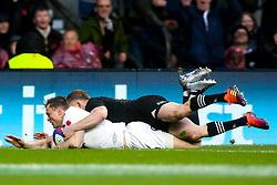 Chris Ashton of England scores a try  - Mandatory by-line: Robbie Stephenson/JMP - 10/11/2018 - RUGBY - Twickenham Stadium - London, England - England v New Zealand - Quilter Internationals